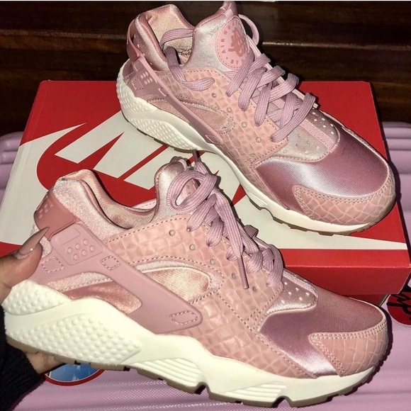 free shipping c8cce df025 Nike Huaraches in Pink Rose Gold (NO BOX)